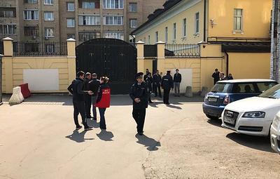 Задержан мужчина, который залез на крышу посольства Венесуэлы в Москве