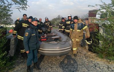 """Пожарный катер МЧС привлечен к тушению возгорания в природном парке """"Донской"""""""