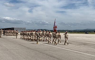 Российские и сирийские военные провели парад Победы на авиабазе Хмеймим