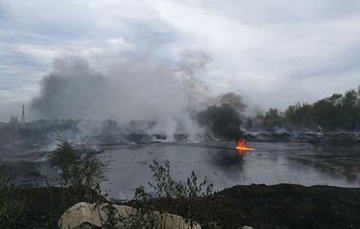 Мазутное озеро на площади 800 кв. метров горит в Самаре