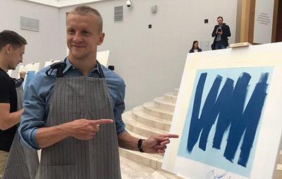 """Футболисты """"Зенита"""" нарисовали картины для совместной с Эрмитажем благотворительной акции"""