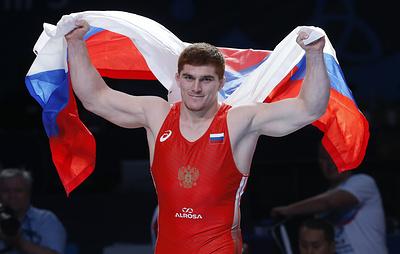 Золото Евлоева и провал Власова. Российские борцы завоевали две медали во второй день ЧМ