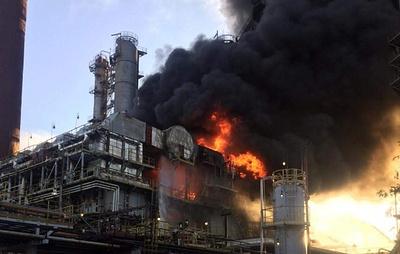 Пожар на нефтеперерабатывающем заводе в Ленинградской области ликвидирован