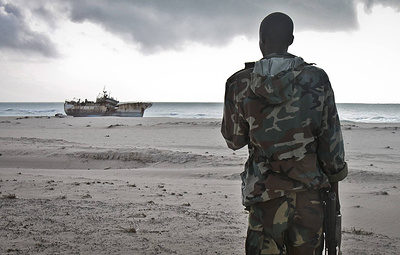 Освобожденные в Камеруне российские моряки прибыли в Москву