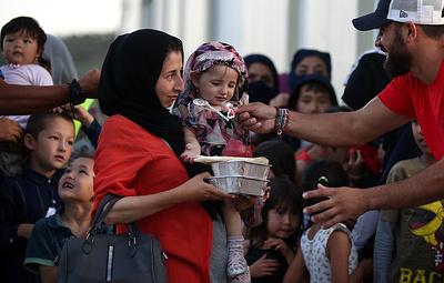 Беженцы по-гречески. Тайна надписи be happy