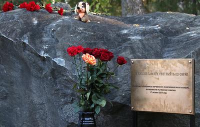 Памятный знак установили в Керченском колледже в день годовщины трагедии