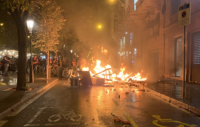 Полиция вновь применила силу в ходе протестов в центре Барселоны
