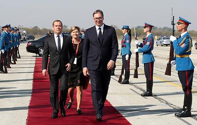 Медведев и Вучич принимают участие в параде в честь 75-летия освобождения Белграда