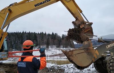 МЧС возобновил активную поисковую операцию в районе прорыва дамбы в Красноярском крае