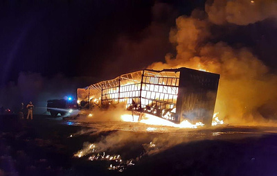На трассе в Омской области после ДТП загорелись два грузовика