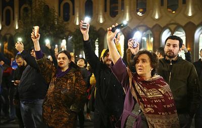 Отказ от конституционной реформы стал причиной масштабных митингов в Тбилиси