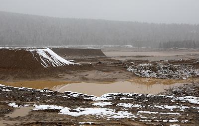 Поиски в районе прорыва дамбы в Красноярском крае прекратили из-за морозов