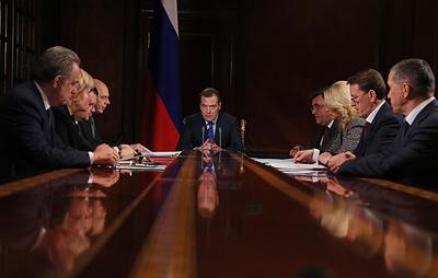 Медведев утвердил сроком на 1 год правила ввоза в РФ подержанных автомобилей жителями ДФО
