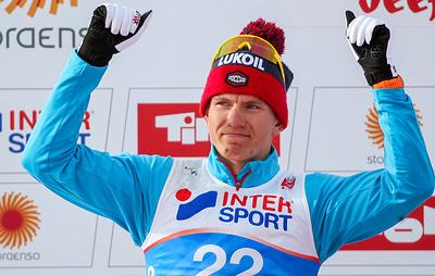 Большунов выиграл скиатлон на этапе Кубка мира в Норвегии