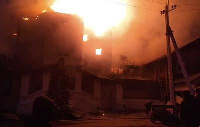В Подмосковье горит гостиничный комплекс