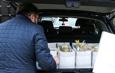 Минтруд напомнил госслужащим о запрете дарить и принимать подарки