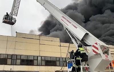 Пожарный пострадал при взрыве и обрушении на горящем складе на юге Москвы