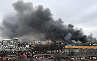 Пожар на складе на юге Москвы локализован на площади 7 тыс. кв. м