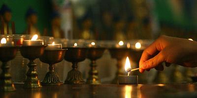 Борцоки, ароматный чай и тысячи лампадок. Как в Калмыкии отметят национальный Новый год
