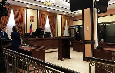 Суд приговорил к 13 годам колонии мать умершей в запертой квартире в Кирове девочки