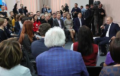 Путин обсудил с представителями общественности реализацию идей из послания