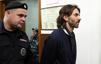 Мосгорсуд частично снял арест с акций Абызова