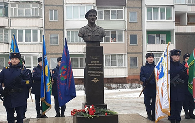 Под Тамбовом открыли памятник погибшему в бою в Аргунском ущелье Чечни герою-десантнику