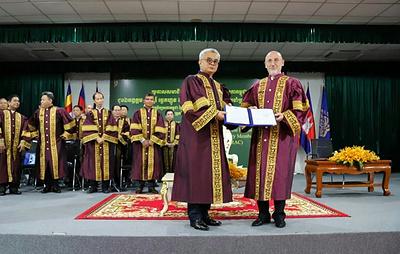 Посол России в Камбодже стал первым иностранным почетным членом Королевской академии