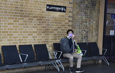 Поезд на Хогвартс отменен. Как проходит карантин в Лондоне