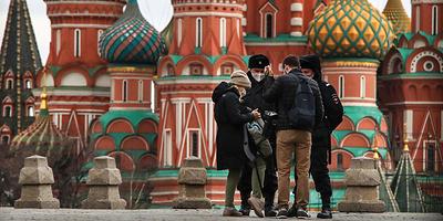 Пропускного режима в Москве пока не будет. Главное о коронавирусе за 3 апреля