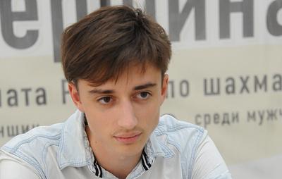 Россиянин Дубов стал первым финалистом шахматного онлайн-турнира