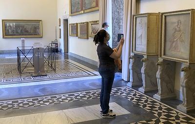 Ватиканские музеи возобновили прием посетителей