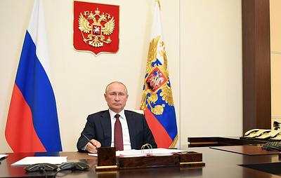 Путин поручил кабмину разработку учебных курсов и дисциплин в области генетики для школ