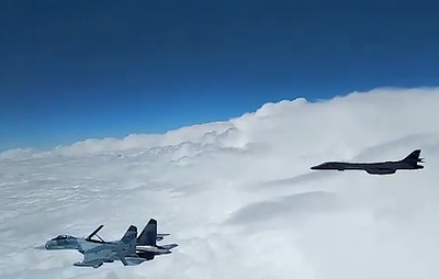Истребители Су-27 поднимали для перехвата самолетов США над Черным морем