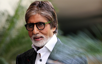 Индийского актера Амитабха Баччана госпитализировали с коронавирусом