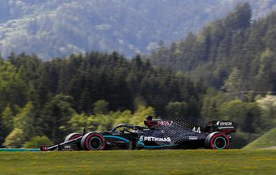 """После дождичка в субботу. Льюис Хэмилтон одержал первую победу в сезоне """"Формулы-1"""""""