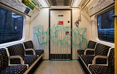 Граффити Бэнкси на тему COVID-19 удалили из метро Лондона