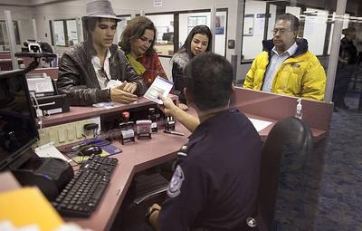 NYT: власти США могут ограничить въезд в страну гражданам, зараженным коронавирусом