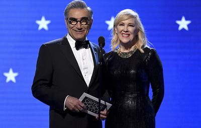 """Сериал """"Шиттс Крик"""" получил пять наград премии Emmy"""