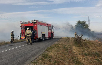 В Ростовской области горит сухая трава на площади 2,4 тыс. кв. м