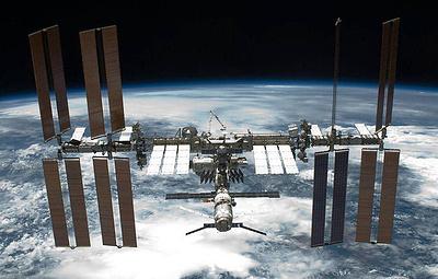 Экипаж считает, что трещина на МКС могла появиться от удара снаружи станции