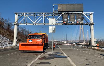 Спасатели планируют очистить мост на остров Русский ото льда к концу недели