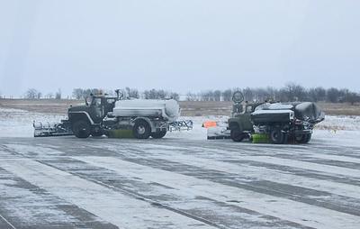 """Военные задействовали машины """"Змей Горыныч"""" для очистки аэродромов ЮВО от снега"""
