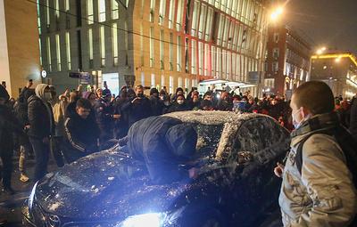 Следствие попросит ареста блогера по делу о нападении на машину ФСБ на акции в Москве