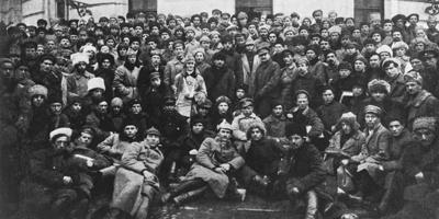 Троцкий рвался в бой, Сталин медлил: восстание в Кронштадте озадачило большевиков