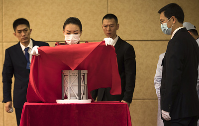 Национальный музей Китая представил публике образцы лунного грунта