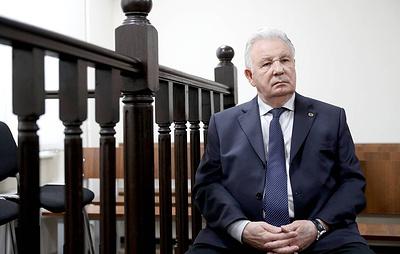 """Защита просит оправдать Ишаева, осужденного условно за растрату денег """"Роснефти"""""""