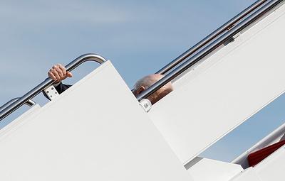 Байден упал, когда поднимался по трапу президентского самолета