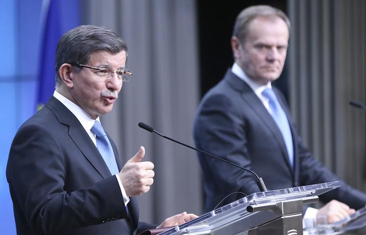 Премьер-министр Турции Ахмет Давутоглу и председатель Европейского совета Дональд Туск