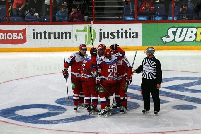 Российские хоккеисты после заброшенной шайбы ИТАР-ТАСС/Нина Бурмистрова